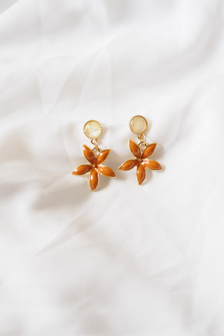 Sonia Flower Earstuds (Orange)