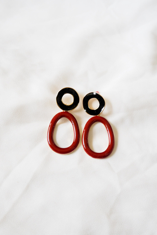 Hollow Oval Earstuds (Maroon)