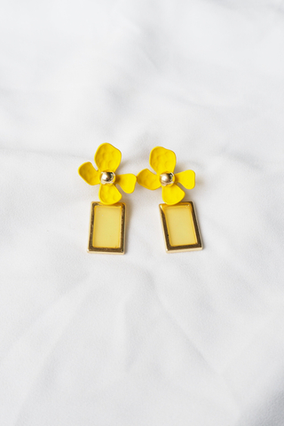 Layla Flower Earstuds (Yellow)