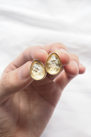 Crushed Shells Ear Clips (Ivory)