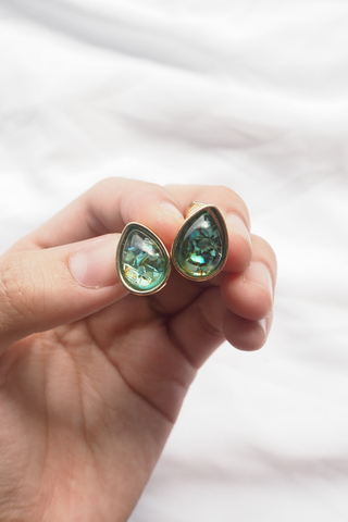 Crushed Shells Ear Clips (Emerald)