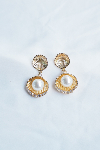 Shell & Pearl Earstuds (Gold)
