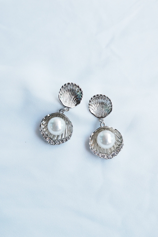 Shell & Pearl Earstuds (Silver)