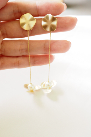 Matte Flower Drop Earstuds (Gold)