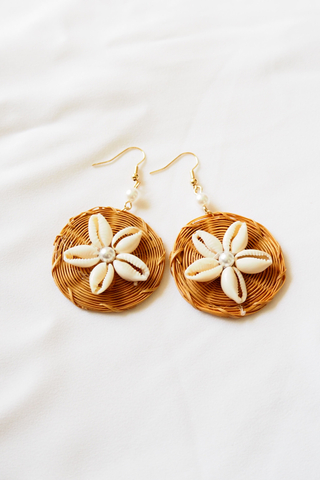 Shell Flower Rattan Earstuds (Dark)