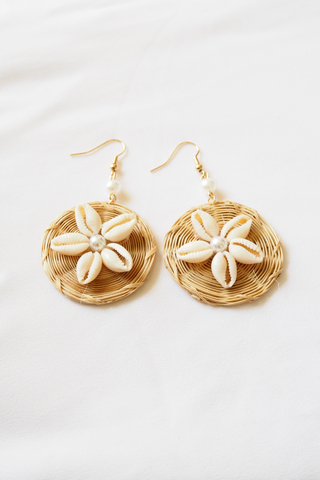 Shell Flower Rattan Earstuds (Light)