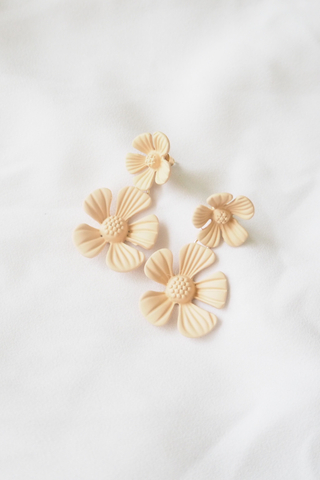 Fumi Flower Ear Clips (Apricot)
