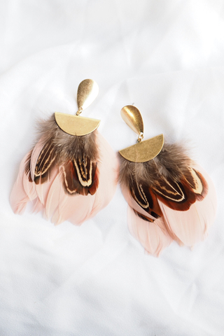 Feather Earstuds (Pink)