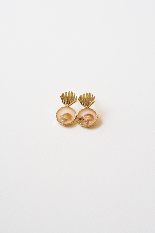 Shell Earstuds (Pink)