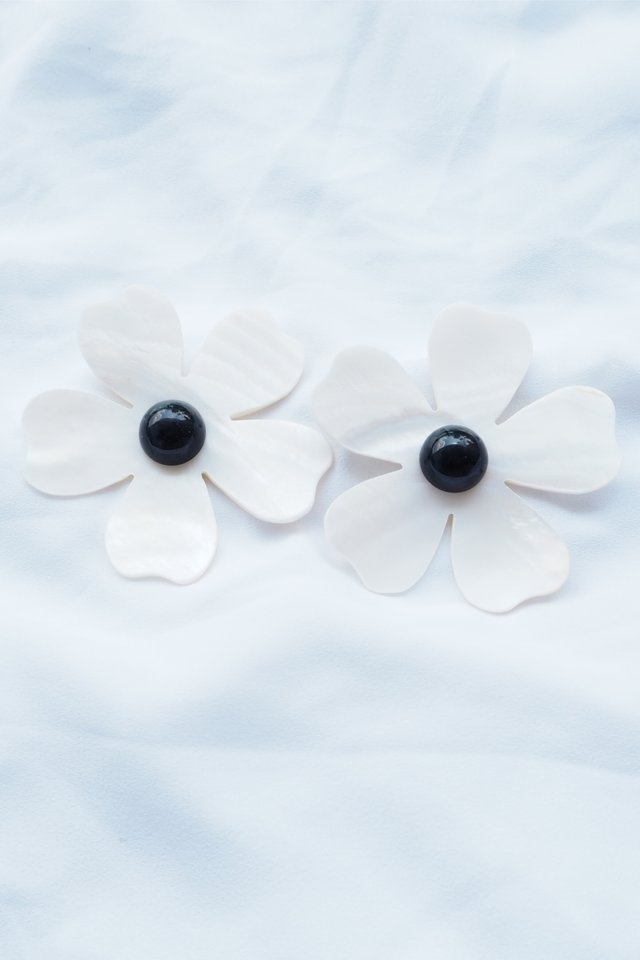 Seashell Flower Earstuds