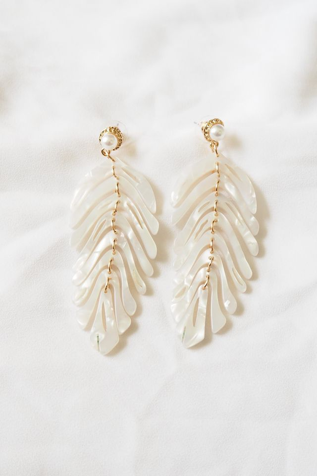 Leafy Earstuds (White)