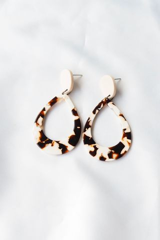 Ronnie Teardrop Earstuds (Cow)
