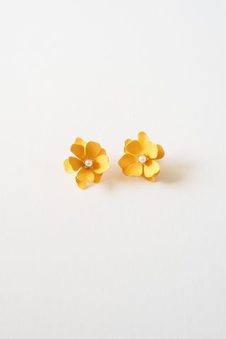 Flower Earstuds (Orange)