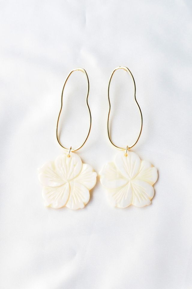Nisha Sea Shell Earstuds