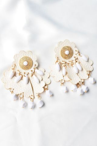 Gretchen Earstuds (Off White)