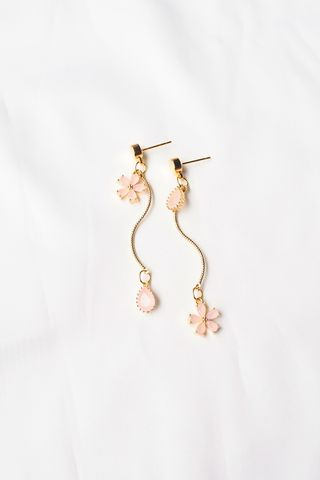 Hera Mismatched Flower Earstuds