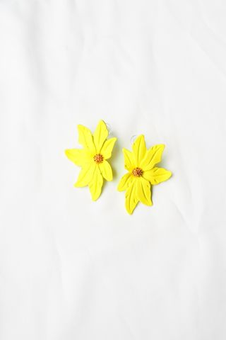 Aurelia Flower Earstuds (Yellow)