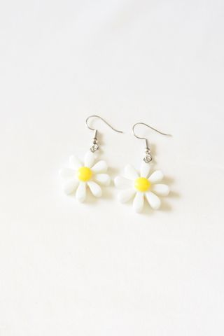 Mini Daisy Earrings (White)