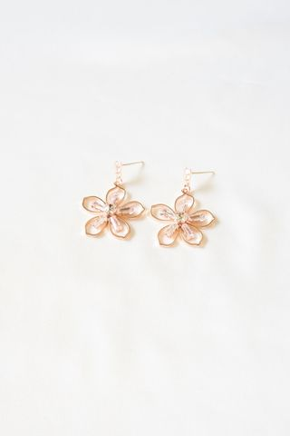 Ruby Flower Earstuds