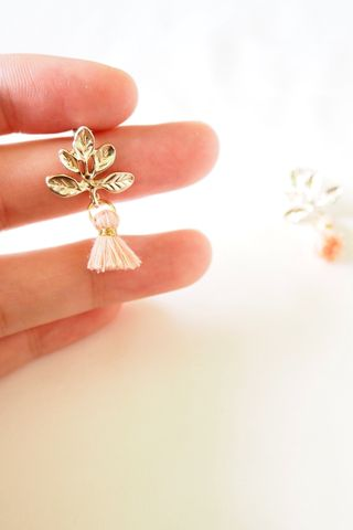Leaf Mini Tassel Earstuds