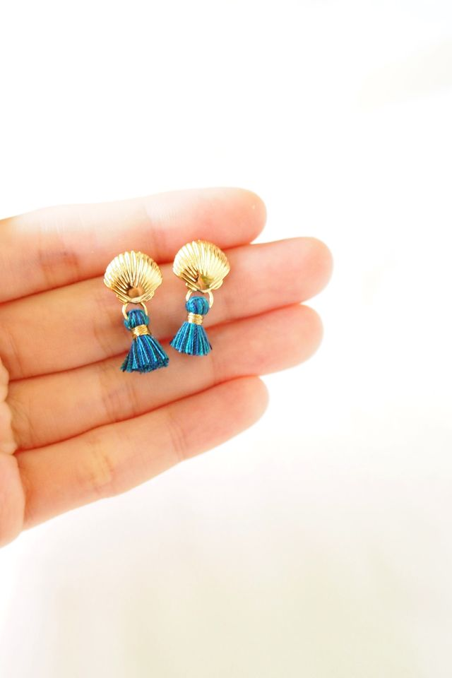 Shell Mini Tassel Earstuds