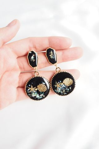 Fiji Sea Shells Earstuds (Black)