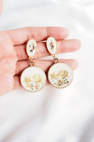 Fiji Sea Shells Earstuds (White)