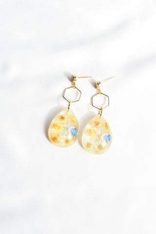 Shirlyn Flower Earstuds (White)