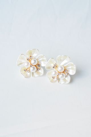 Cordelia Flower Earstuds (Light)
