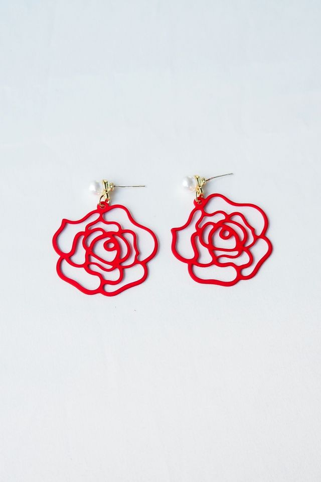 Camellia Earstuds (Red)