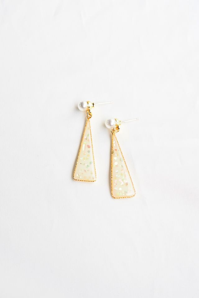 Alexis Triangle Earstuds (Iridescent)