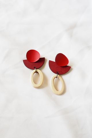 Eris Wood Earstuds (Red)