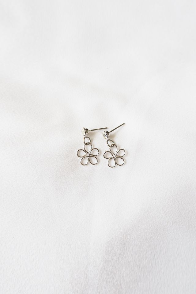 Tiny Flower Earstuds