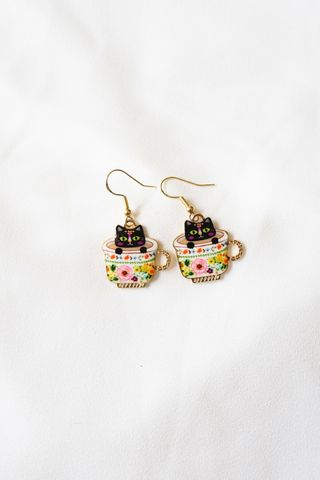 Kitty Cup Earrings (Cream)