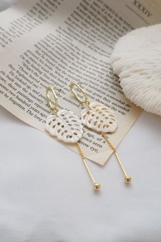 Monstera Sea Shell Dangle Earstuds