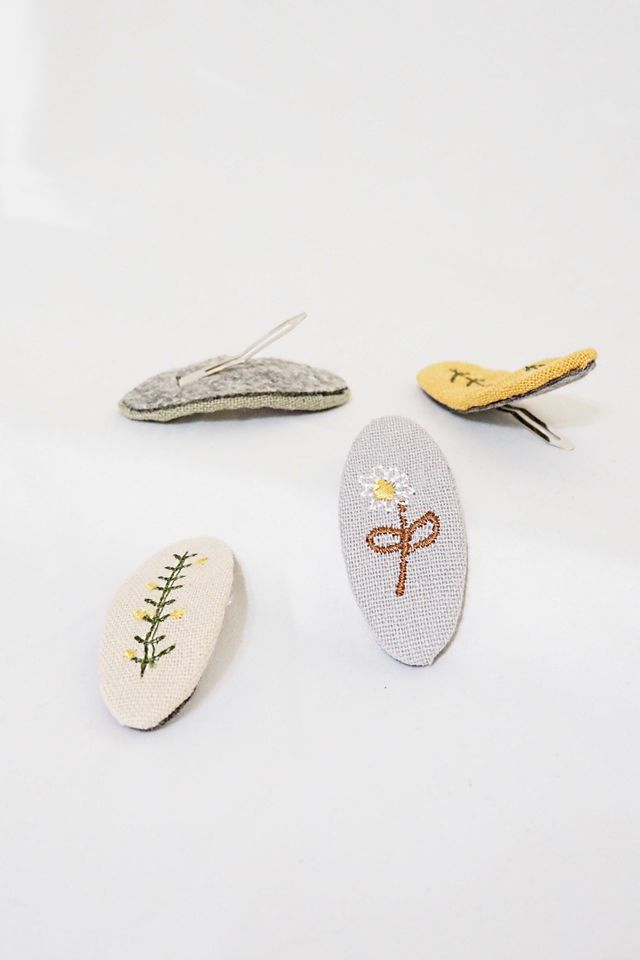 Embroidered Barrette Set (Dandelion)