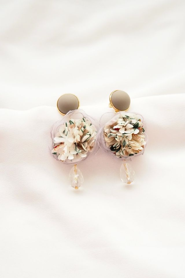 Chiffon Flower Gem Earstuds (White)