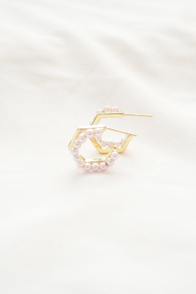 Pearly Hoops in Hexagon