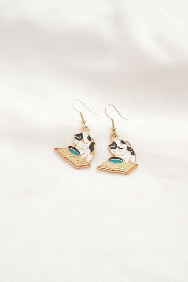 Kitty Book Club Earrings (A)