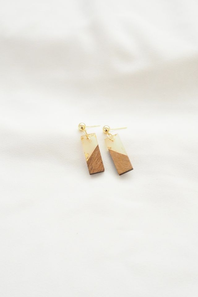 Gold Flakes Woody Earstuds in Rect