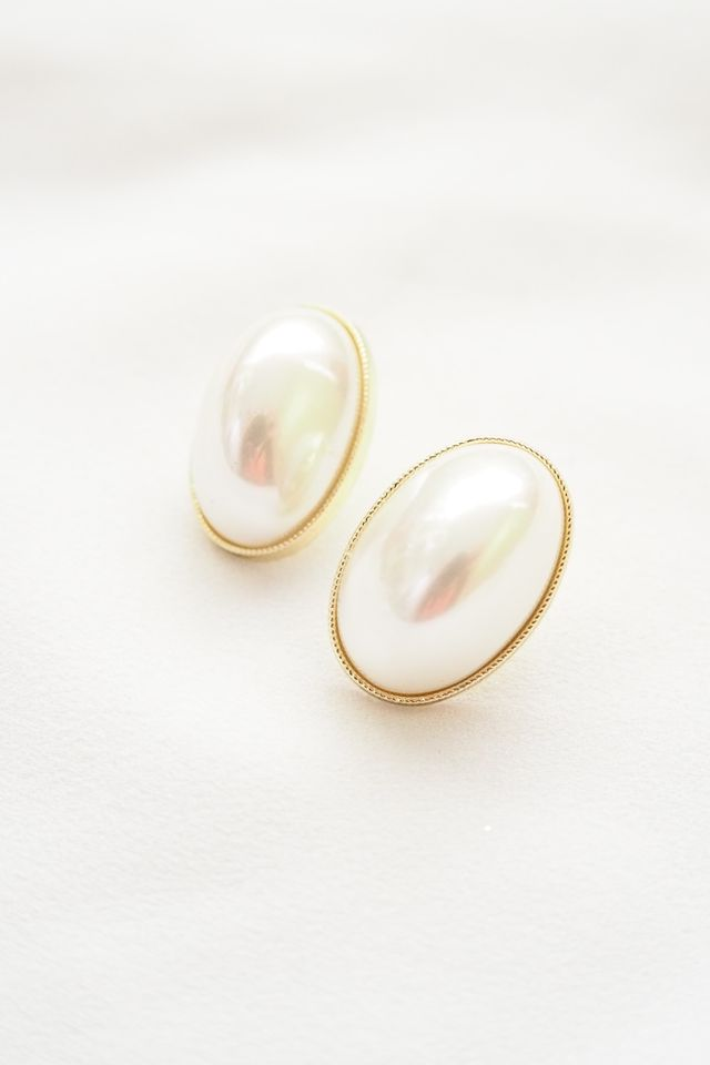 Oval Pearly Earstuds