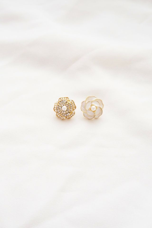 Mismatched Camellia Earstuds