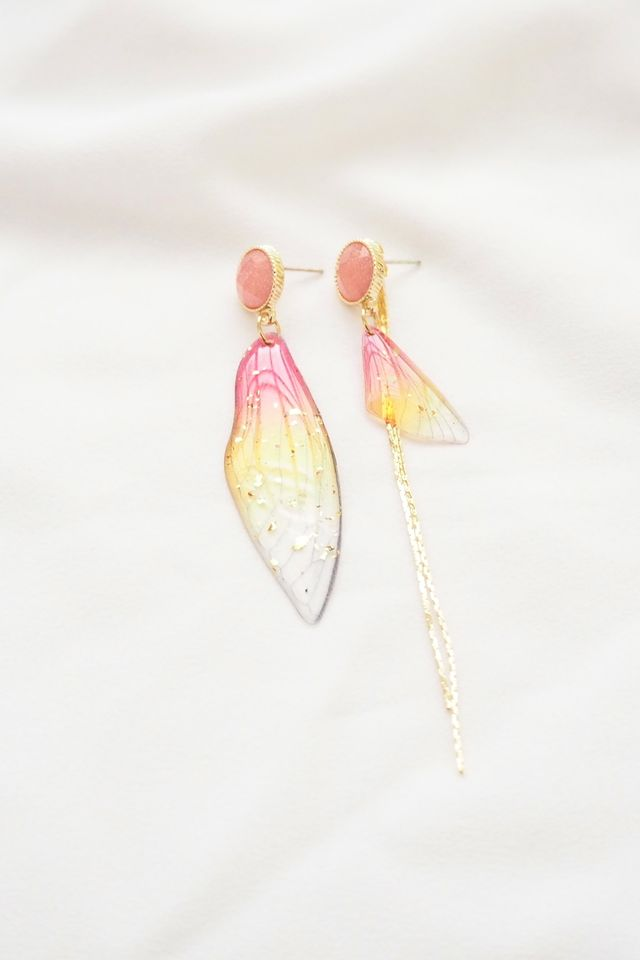 Mismatched Ombre Wings Earstuds in Red