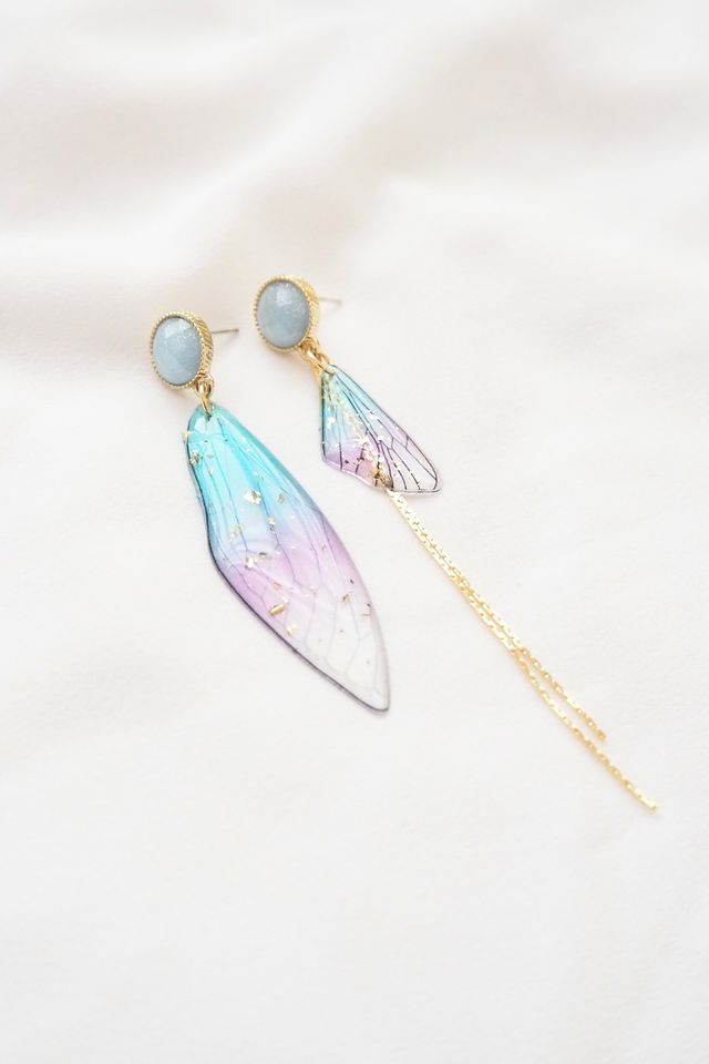 Mismatched Ombre Wings Earstuds in Blue