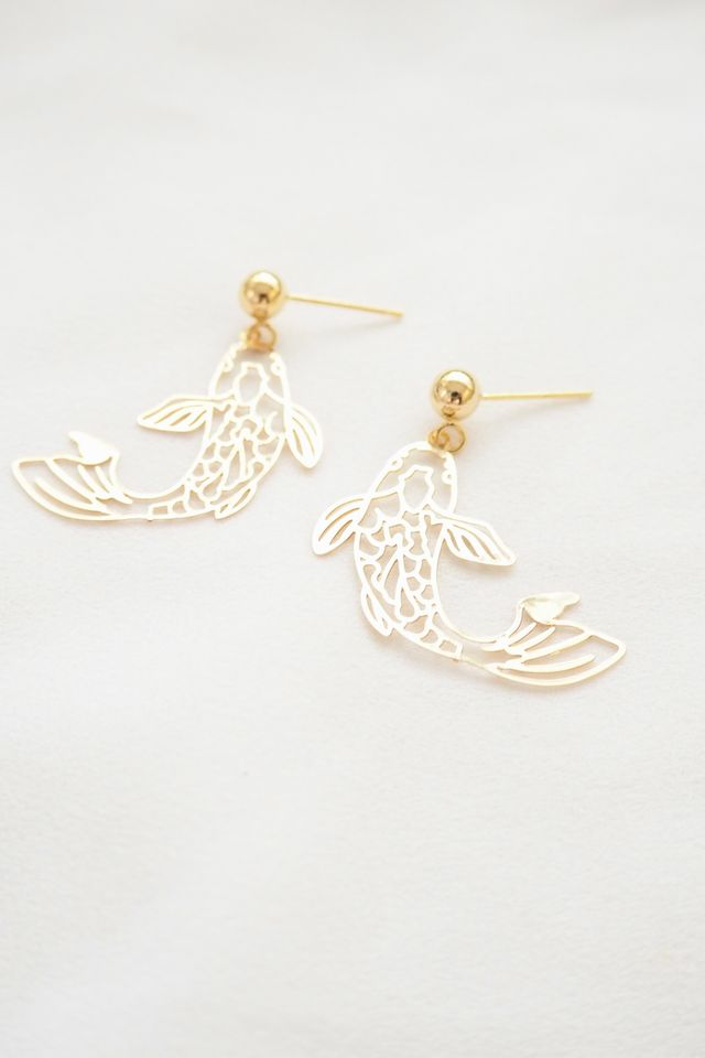 Koi Earstuds in Gold