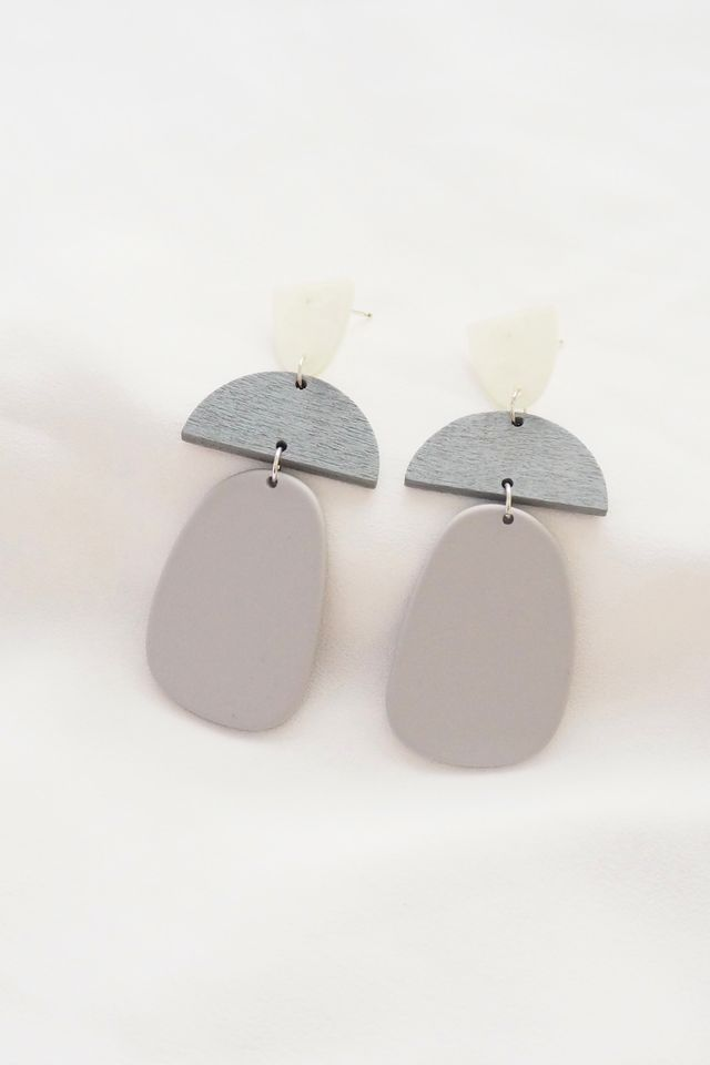 Selin Earstuds in Grey