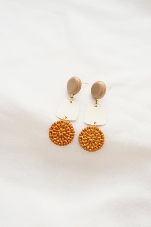 Peli Earstuds in Tan