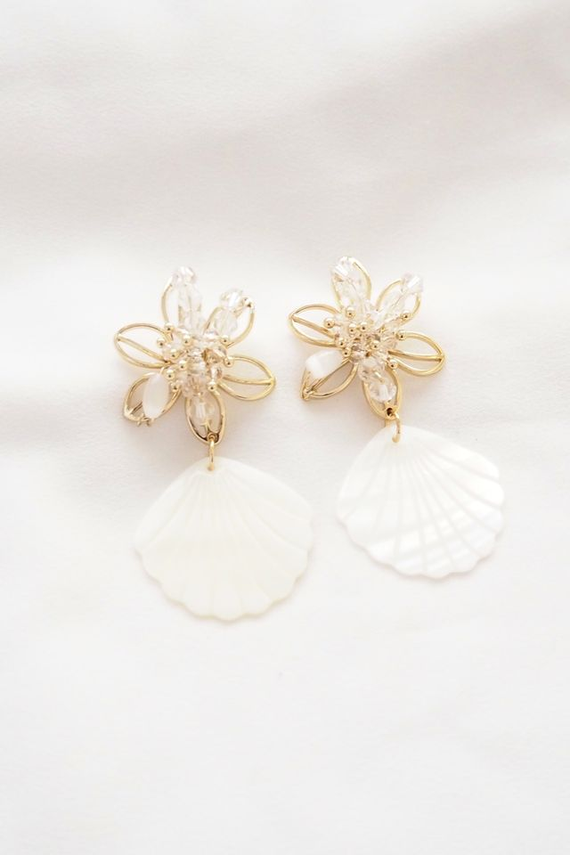 Flower Shell Earstuds